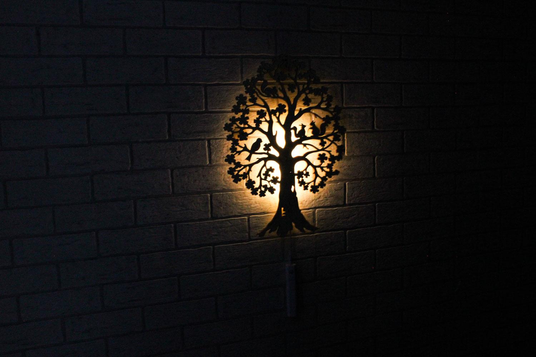 Dekoracyjna drewniana lampka nocna - Drzewo