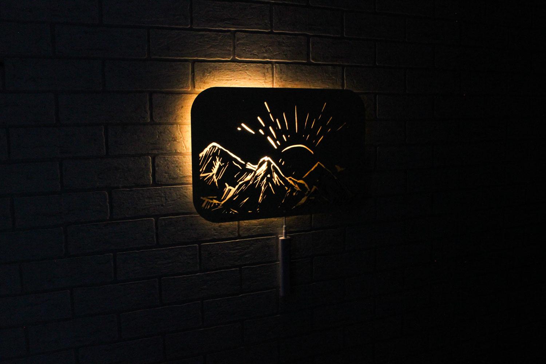 Dekoracyjna drewniana lampka nocna - Góry