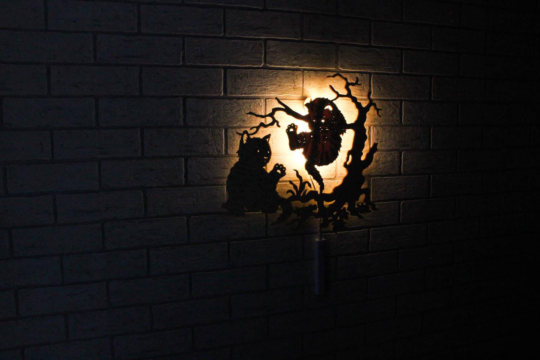 Dekoracyjna drewniana lampka nocna - Koty