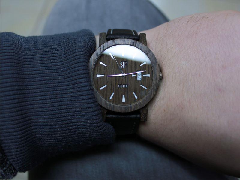 Czy zegarek można nosić tylko na lewej ręce?