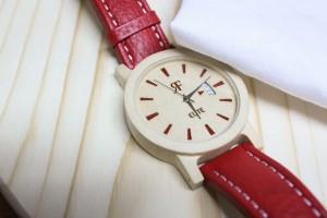 Jak dbać o drewniany zegarek?