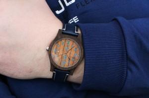 zegarek-drewniany-classic-czarny-dab-orzech-niebieski